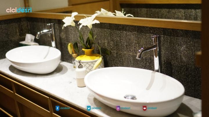 toilet restoran yang bersih