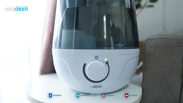 humidifier menjaga kebersihan udara di ruangan, meredakan flu dan batuk dengan humudifier