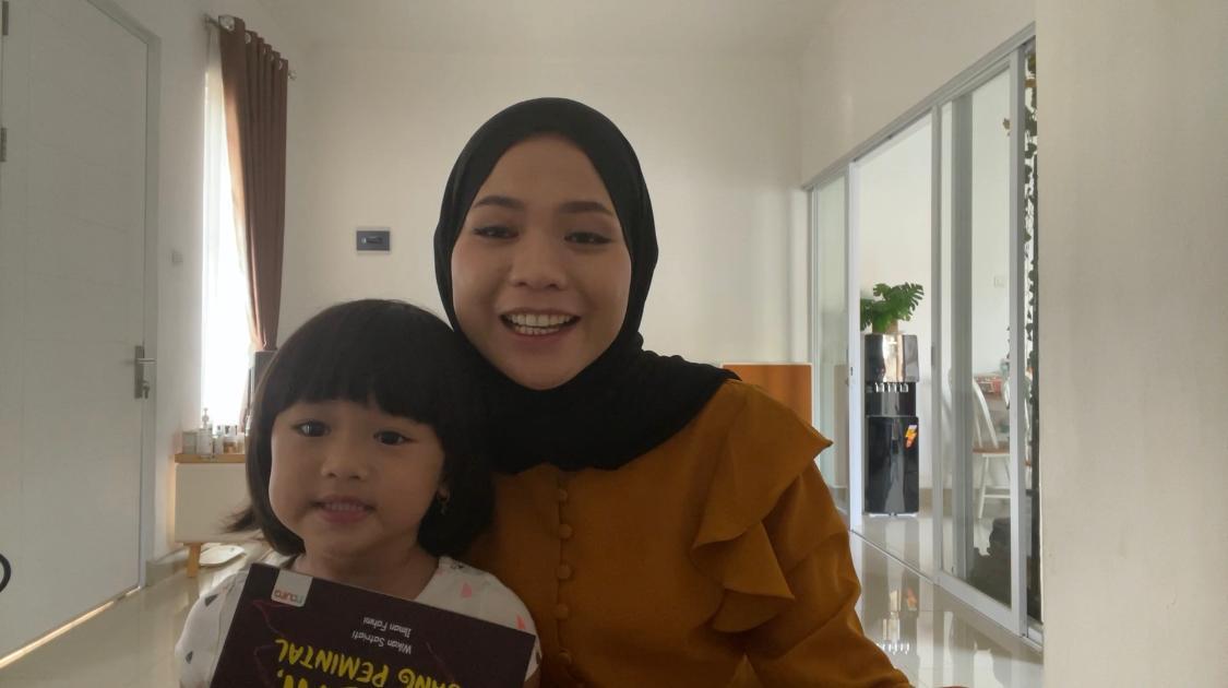 nafeesa read aloud, kegiatan read alous di rumah, memilih buku untuk anak, membaca nyaring, manfaat membaca nyaring untuk anak