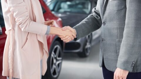 pelunasan mobil cepat, city car, pertimbangan beli mobil untuk milenial